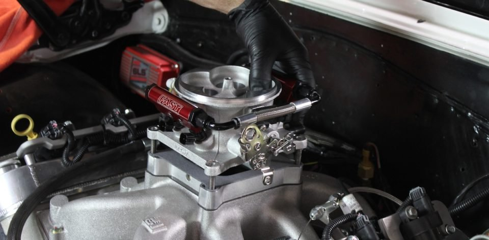 Installing FAST's EZ-EFI Fuel Injection System - EngineLabs