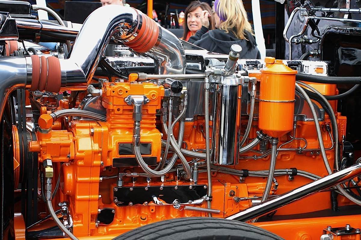Engine Detailing Wow Cat 3406c Shines At Race Track